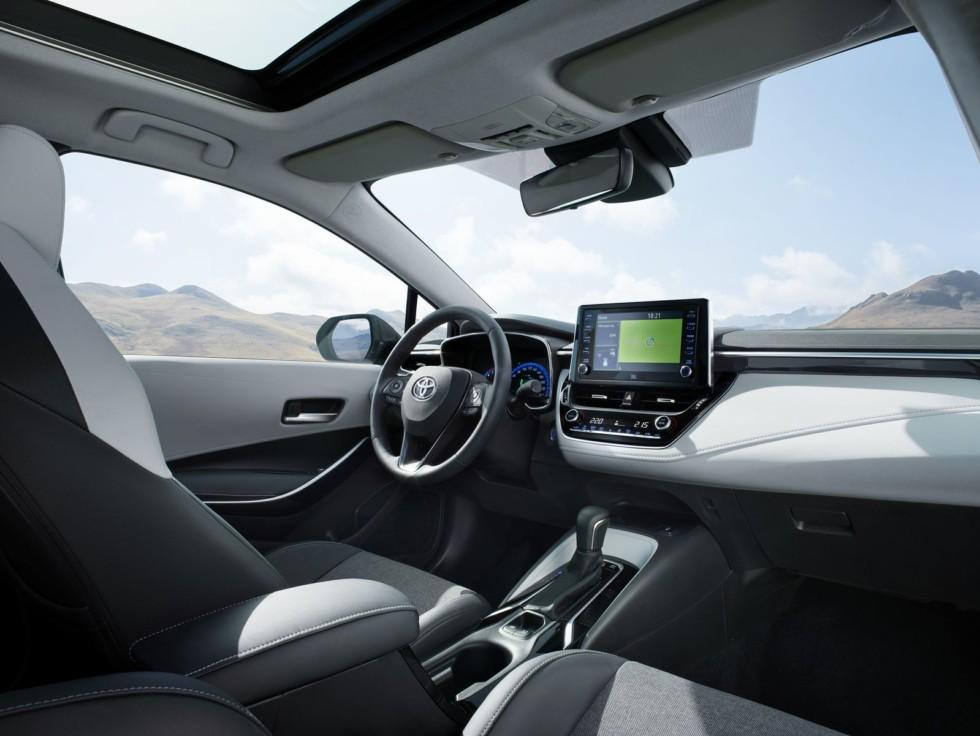 Новая Toyota Corolla Touring Sports: лучший «сарай» для ног!