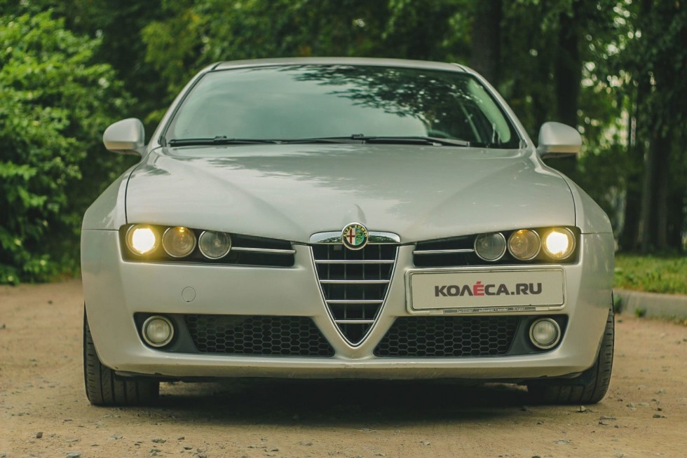Alfa Romeo 159 спереди