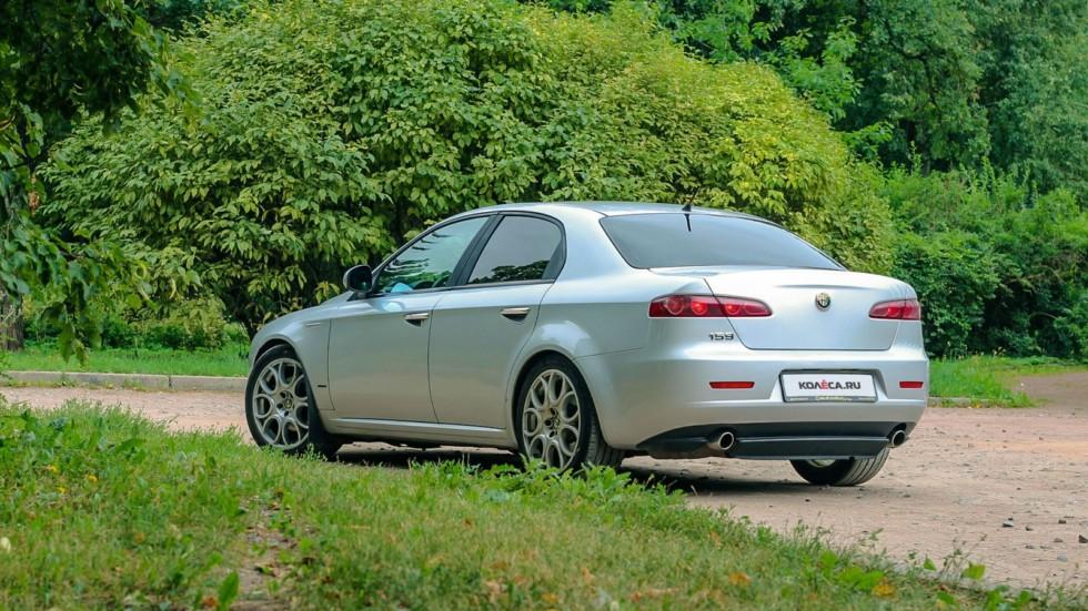Alfa Romeo 159 сзади (4)