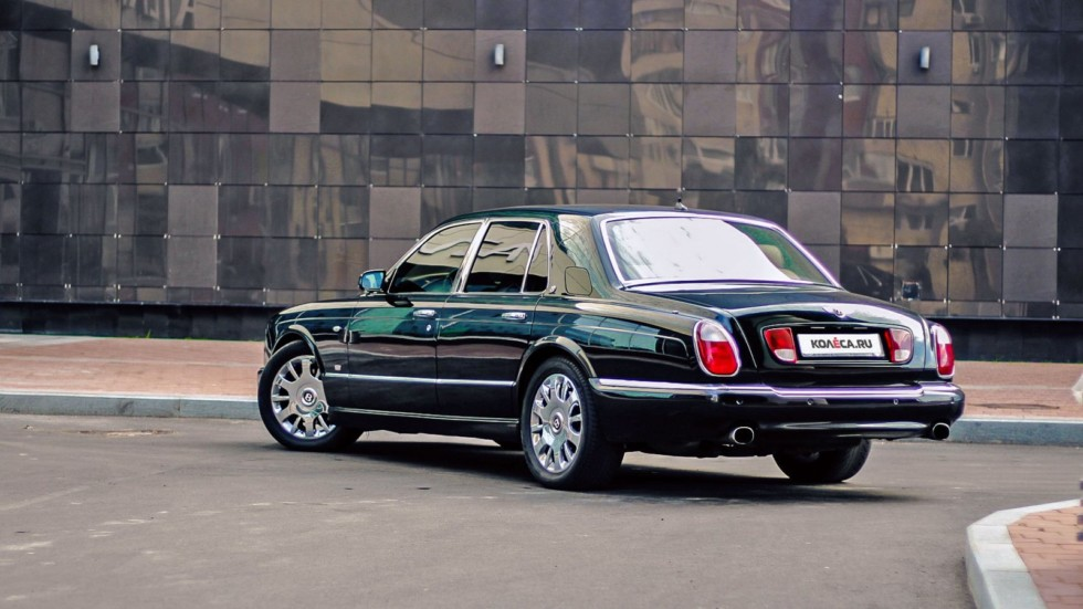 Benltley Arnage сзади (3)