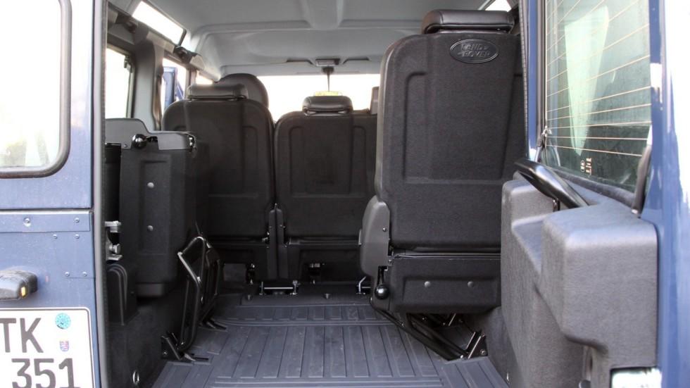 Интерьер Land Rover Defender 110 Station Wagon Worldwide '2007–н.в.