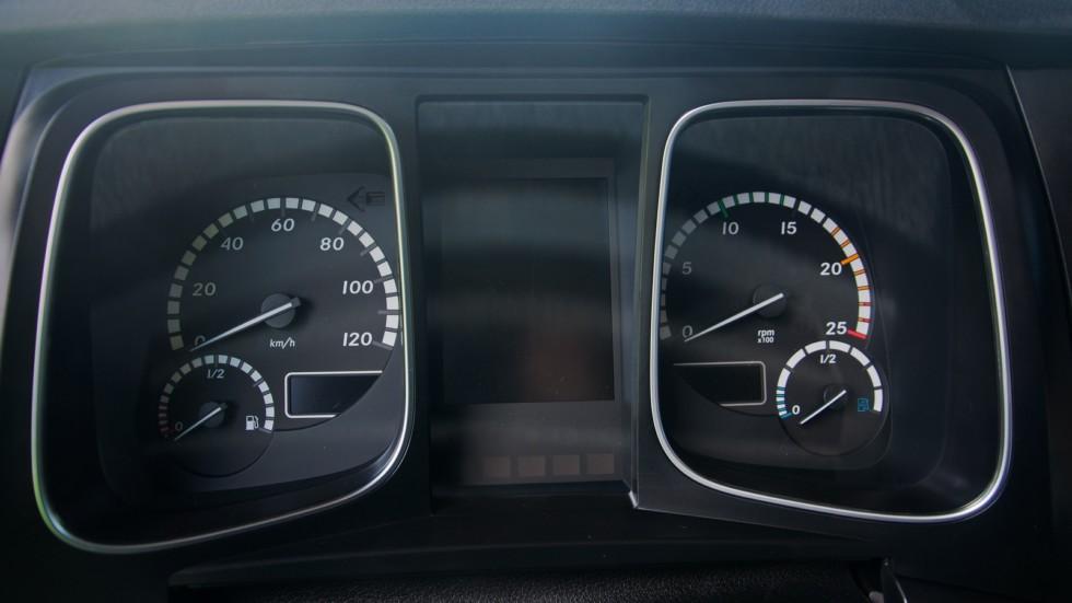 Mercedes-Benz Actros приборная панель