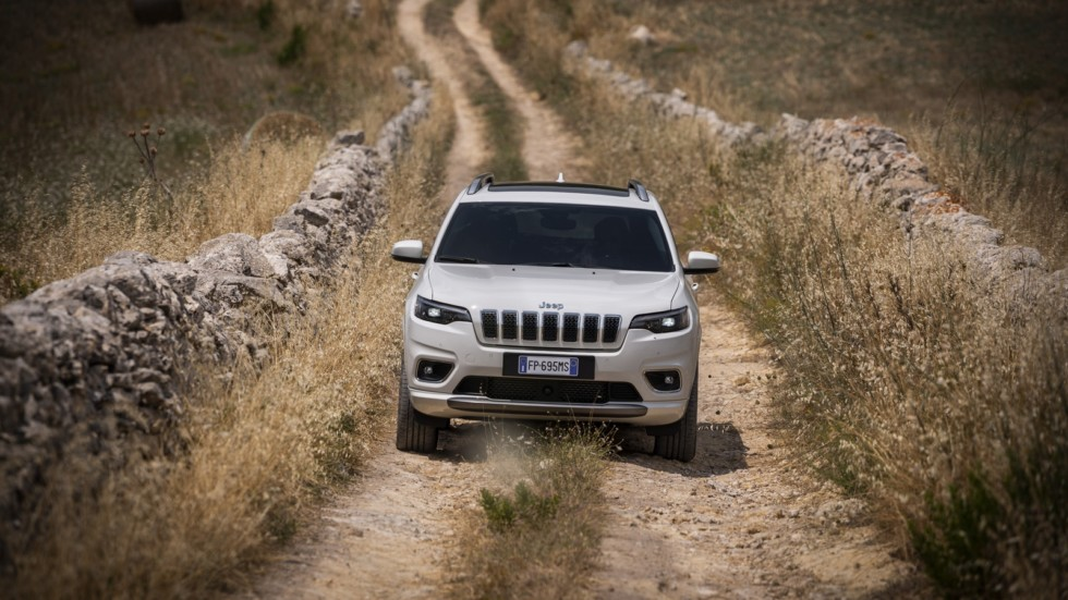 New Jeep Cherokee в поле
