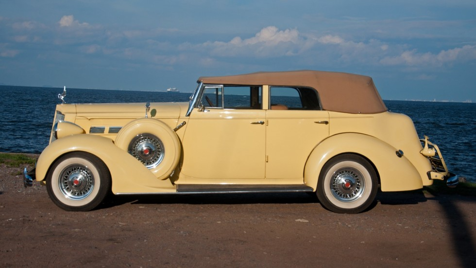 Packard Eight 1937 сбоку