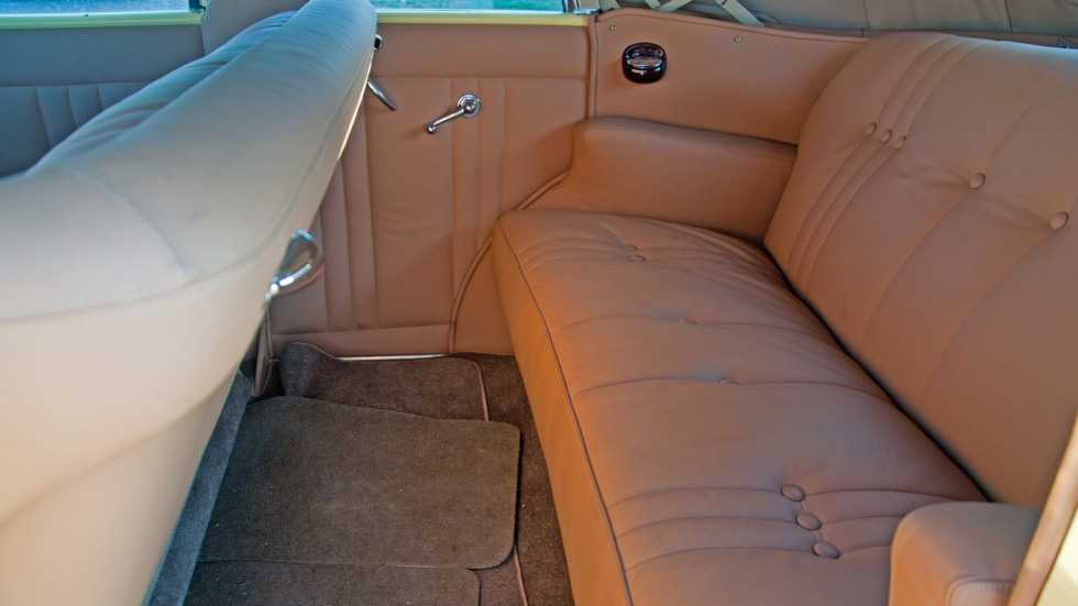Packard Eight 1937 задний диван