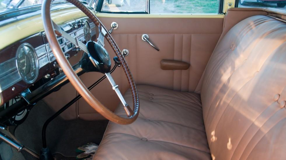 Packard Eight 1937 передний диван