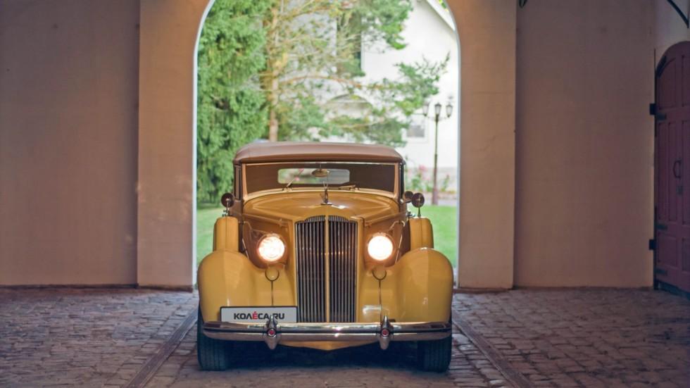 Packard Eight 1937 спереди жёлтый