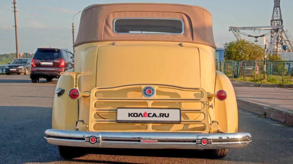 Packard Eight 1937 сзади