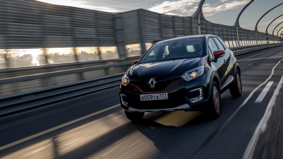 Renault Kaptur '2016–н.в. черный на трассе