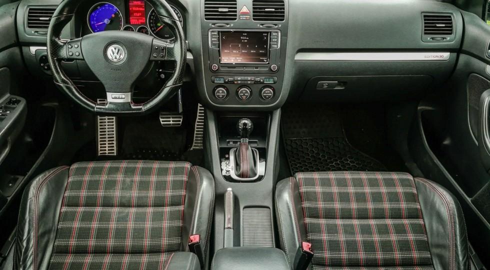 Современная память о великом пращуре: опыт владения Volkswagen Golf GTI Edition 30