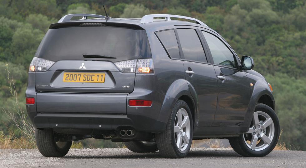 Mitsubishi отзывает Outlander с протекающей крышей