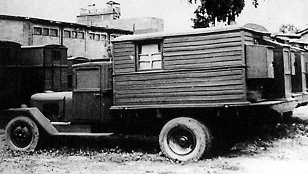 Станция телефонно-телеграфной связи РАФ КВ-3 в специальном фургоне