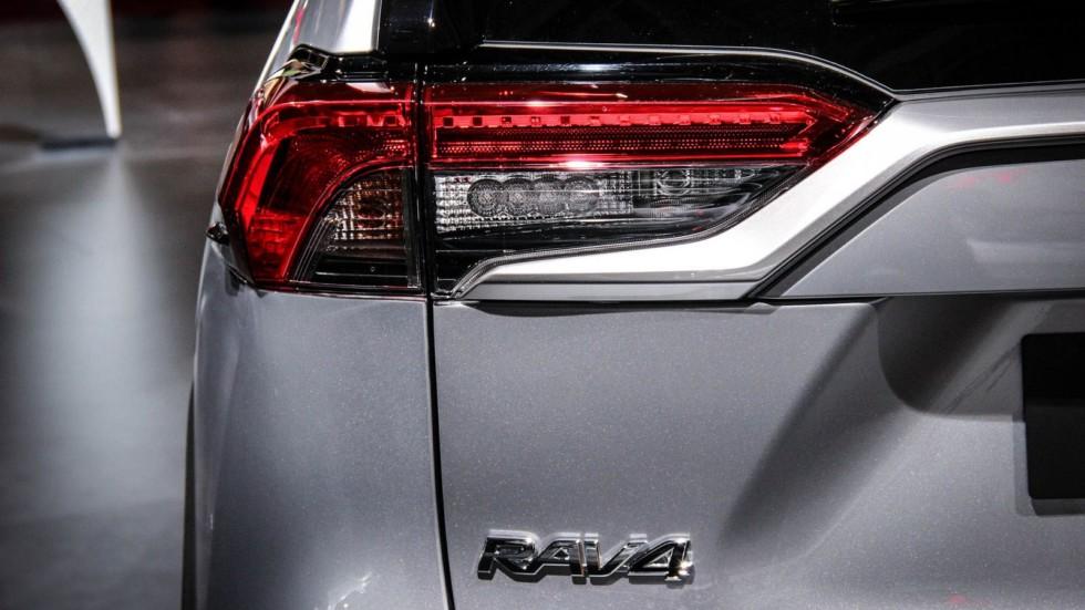Toyota RAV4 фонарь
