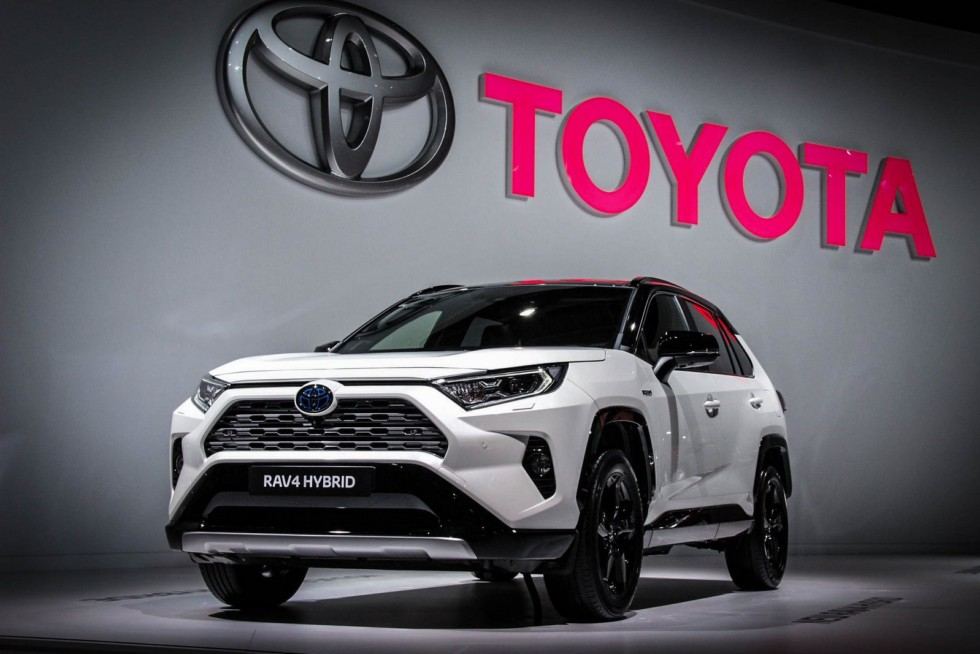 Toyota RAV4 три четверти