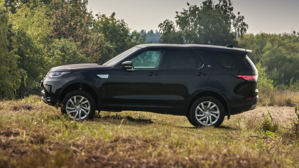 Land Rover Discovery чёрный сбоку