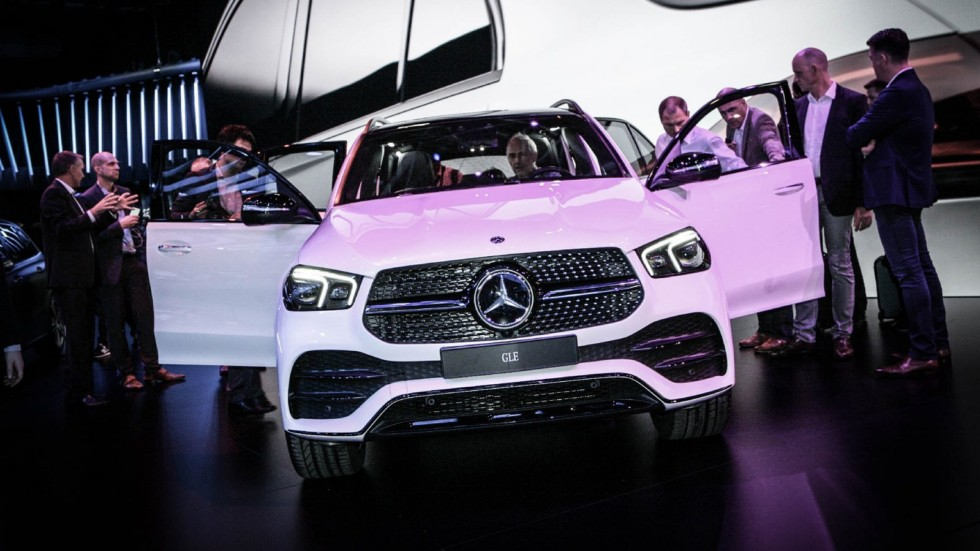 Mercedes-Benz GLE белый спереди