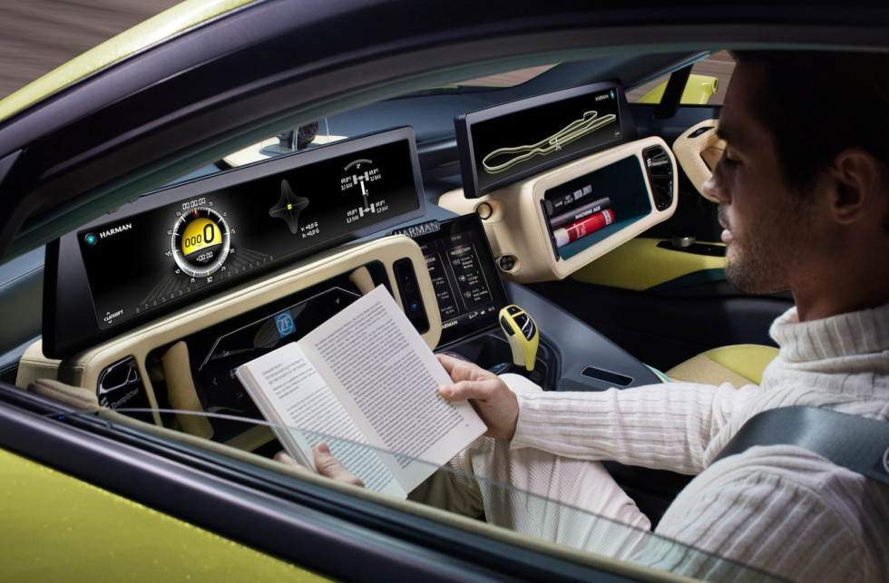 Лишь беспилотник четвертого уровня позволит водителю полностью расслабиться и заняться своими делами.