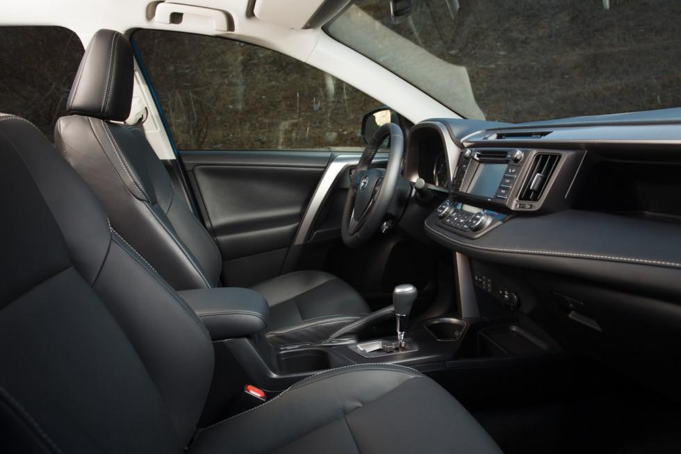 Toyota RAV4 Worldwide '2015–н.в. салон