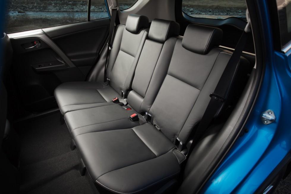 Toyota RAV4 Worldwide '2015–н.в. задние сидения
