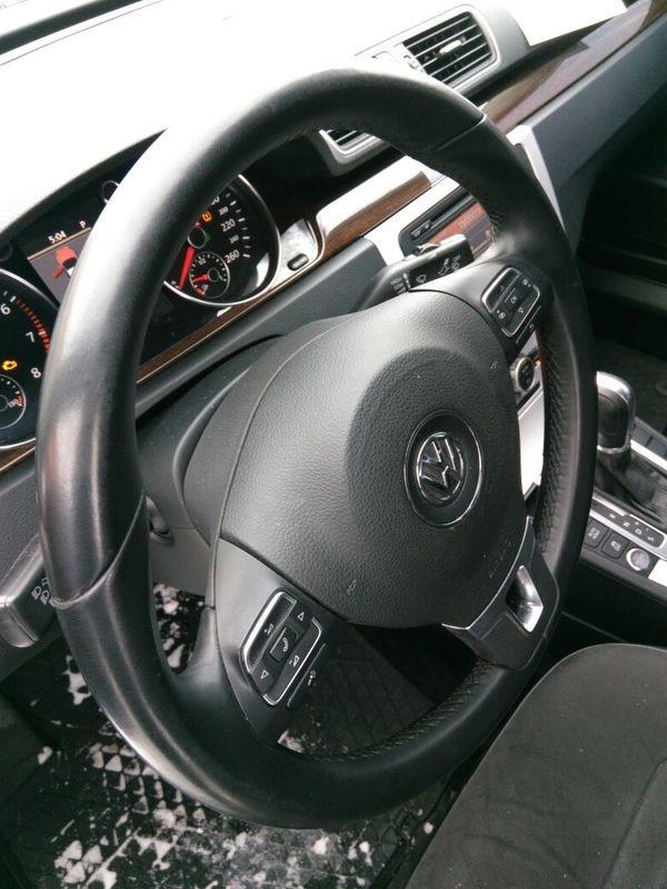 Volkswagen Passat B7 салон (2)