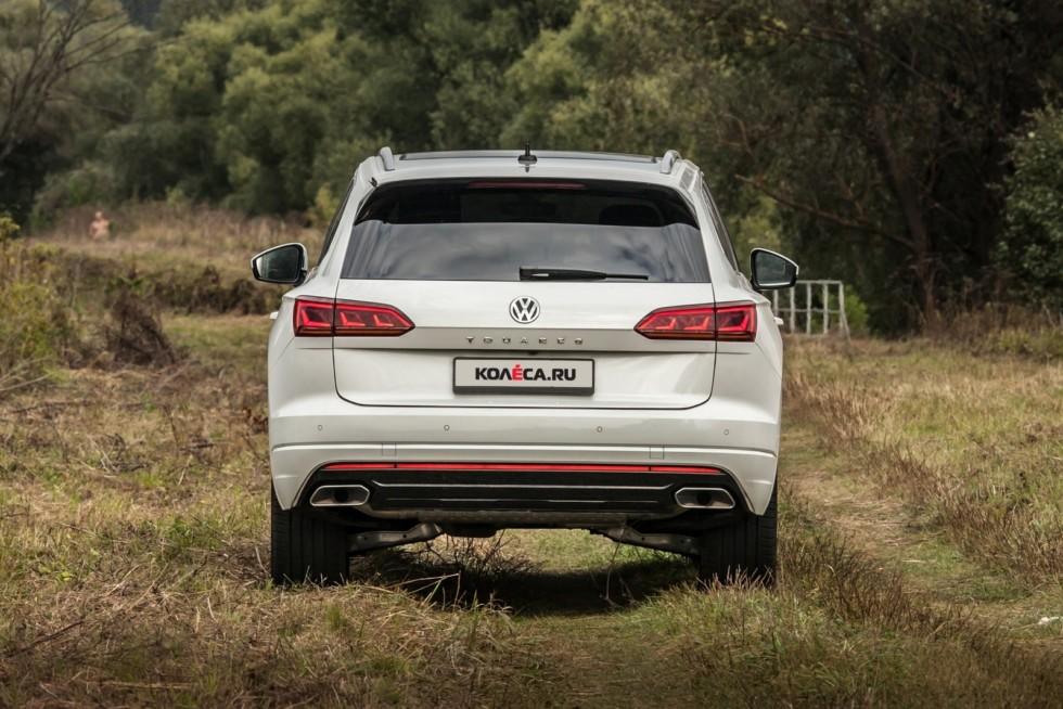 Volkswagen Touareg белый сзади (1)
