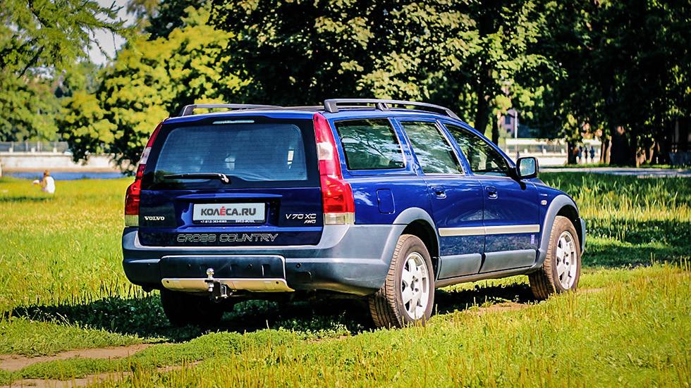 Volvo V70 XC сзади (4)