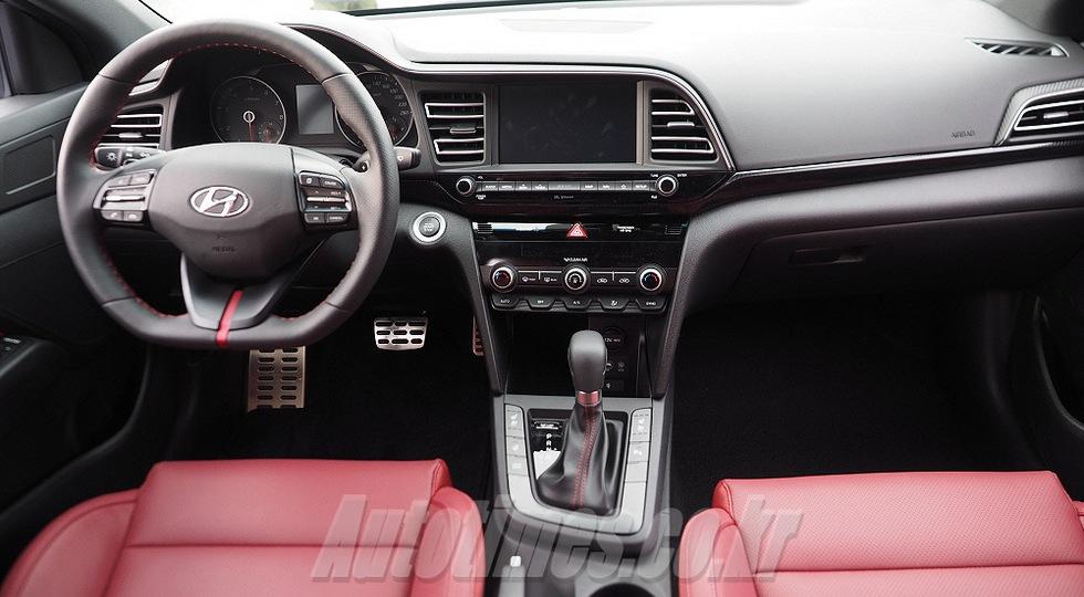 «Заряженная» Hyundai Elantra Sport сохранила 204-сильный мотор после рестайлинга