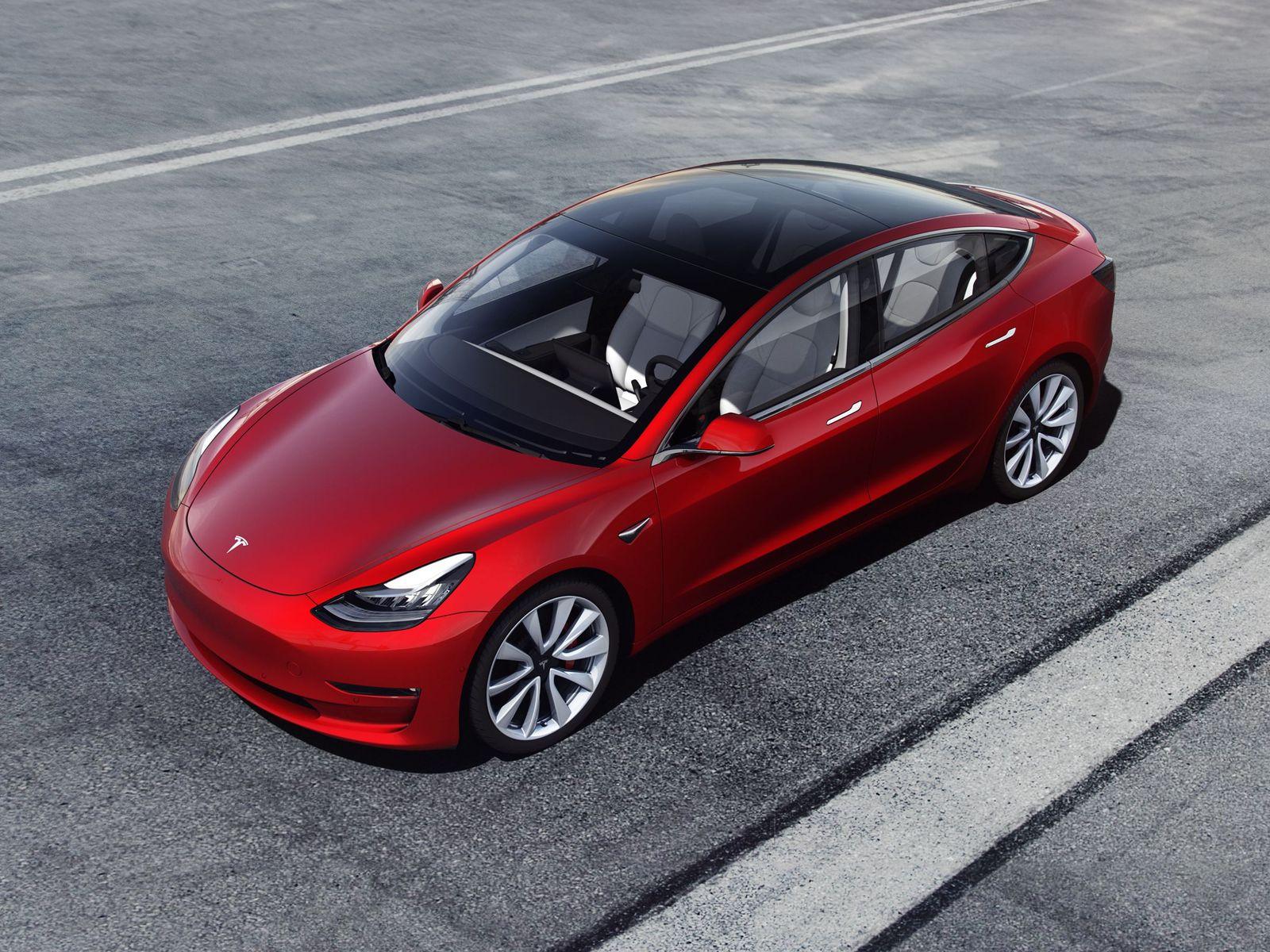Tesla наконец-то стала приносить прибыль. Победа Илона Маска?
