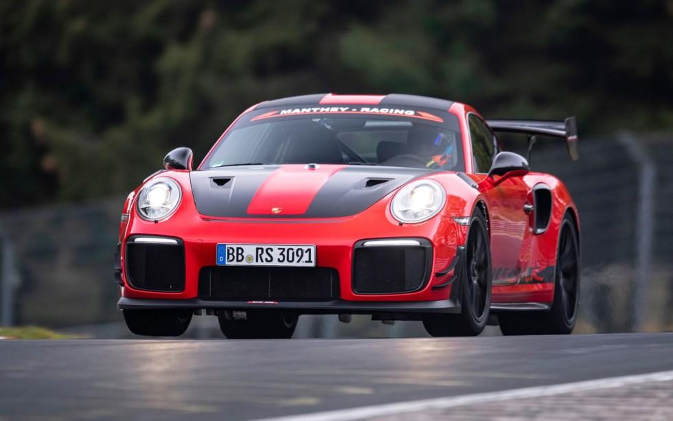 Porsche 911 GT2 RS является на данный момент самым быстрым серийным автомобилем немецкой фирмы: 700 л.с., задний привод, 2,8 с до «сотни», максимальная скорость – 340 км/ч.