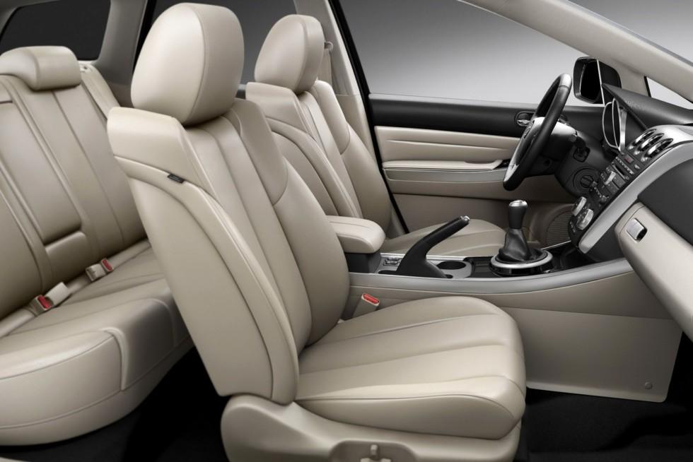 Интерьер Mazda CX-7 '2009–12