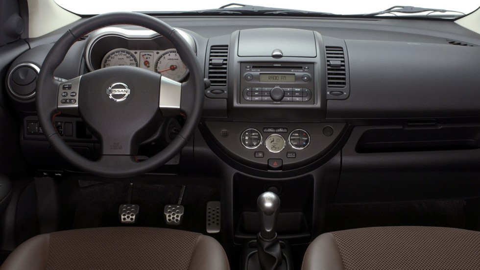 Торпедо Nissan Note (E11) '2005–09