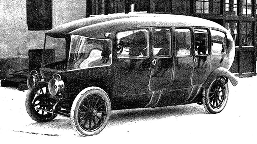 Французская многоместная 75-сильная машина Charron вагонного типа
