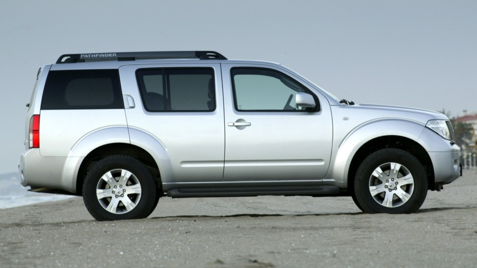 Nissan Pathfinder (R51) '2004–10 сбоку