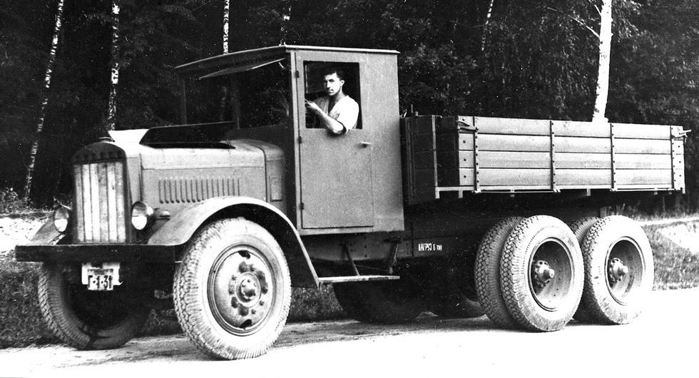 Автомобиль Я-НАТИ-9Д для буксировки тяжелых артиллерийских систем