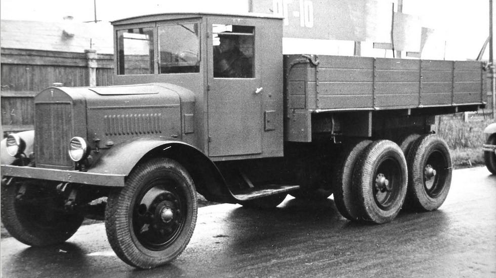 Восьмитонный автомобиль ЯГ-10 на смотре новой техники в НАТИ. 1939 год