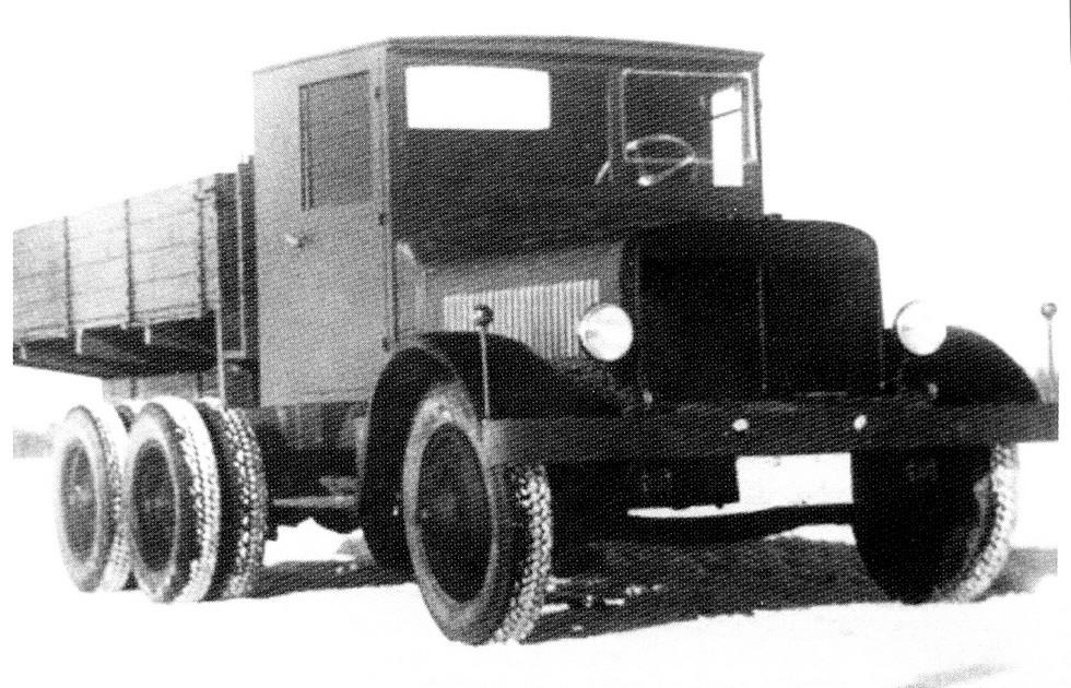 Двухмоторный 146-сильный автомобиль-тягач НАТИ-2М на шасси ЯГ-10