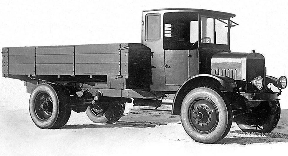 Первый советский тяжелый грузовой автомобиль Ярославского автозавода