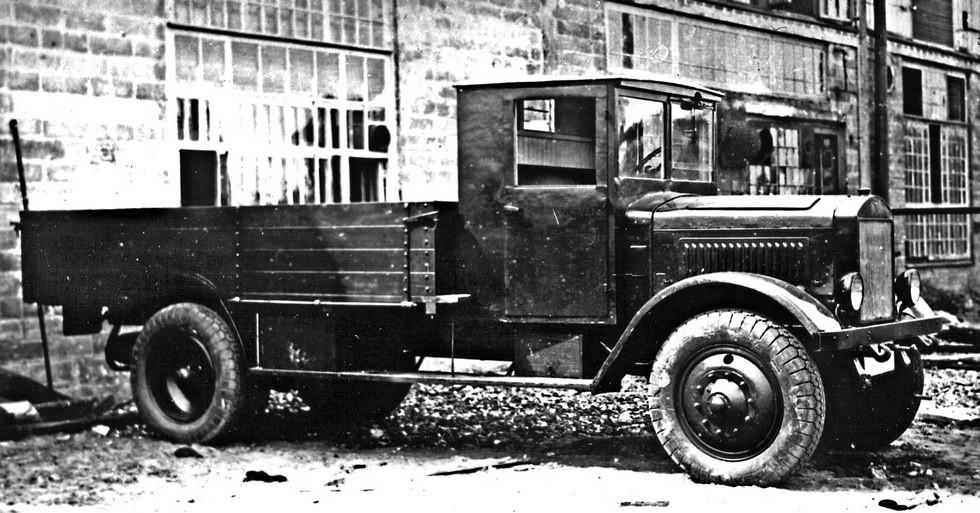 Специальный вариант грузовика Я-5 с пониженной грузовой платформой
