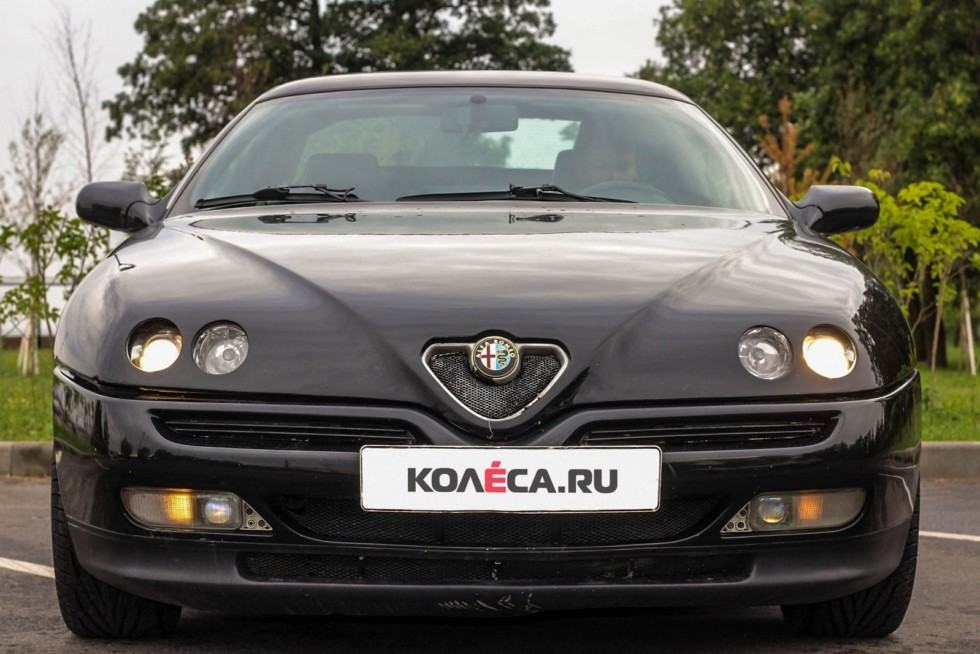 Alfa Romeo GTV спереди
