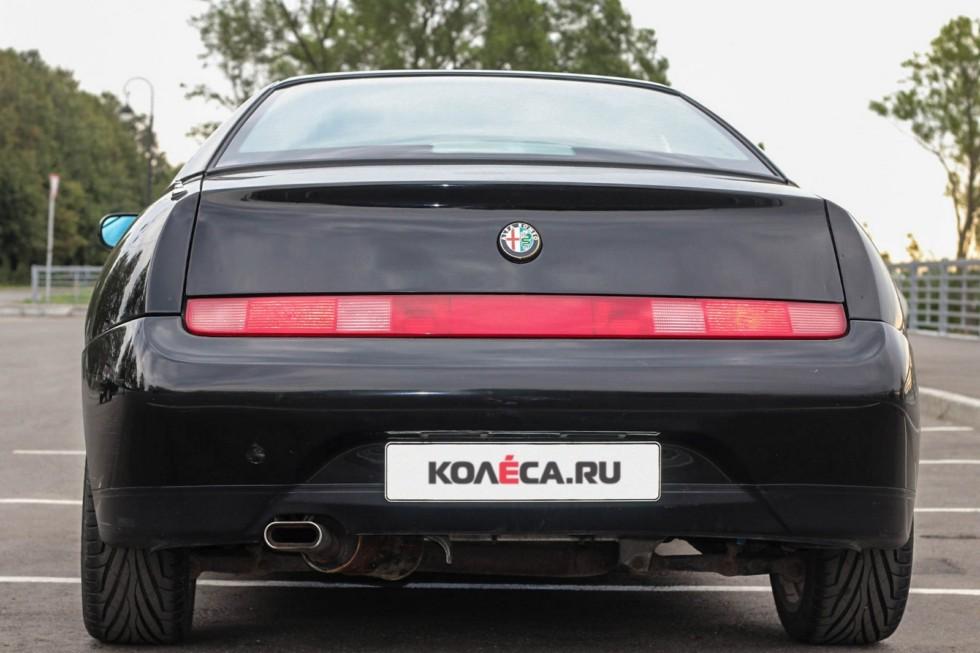 Alfa Romeo GTV сзади (3)