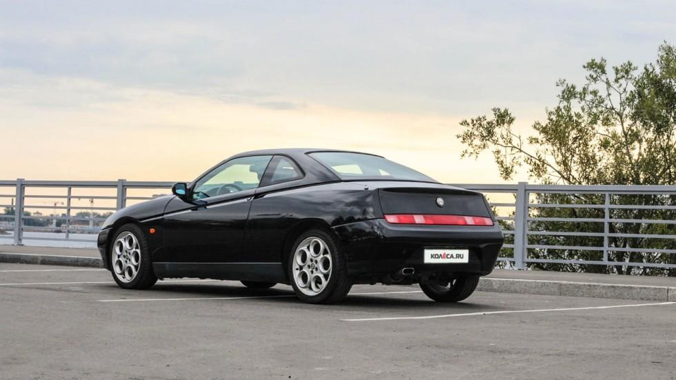 Alfa Romeo GTV сзади