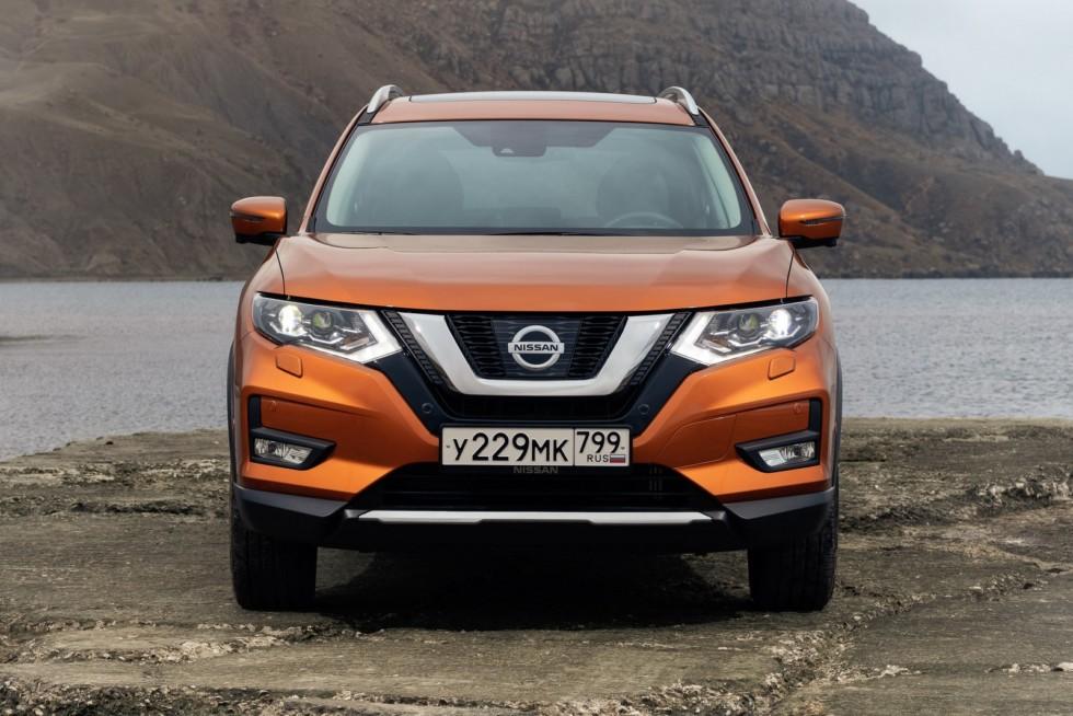 Nissan X-trail оранжевый спереди