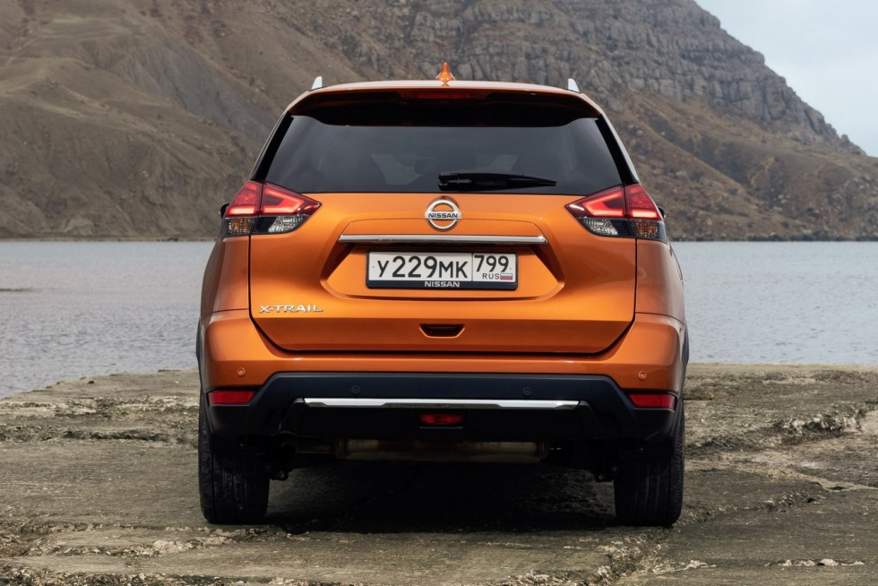 Nissan X-trail оранжевый сзади (7)
