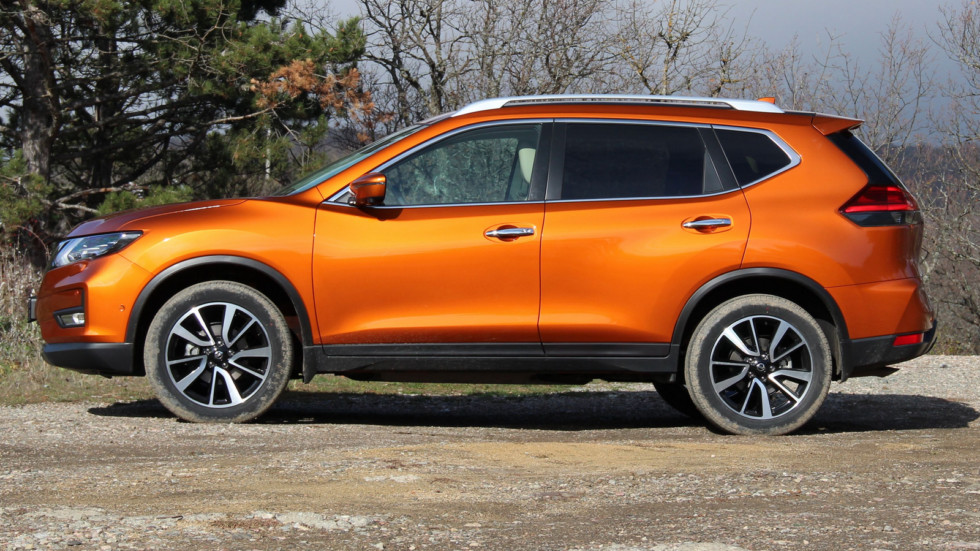 Nissan X-trail сбоку