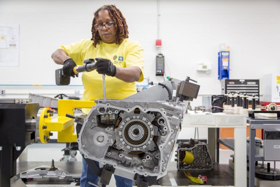 Вместе с сокращением производства машин приходится сокращать и производство комплектующих для них.