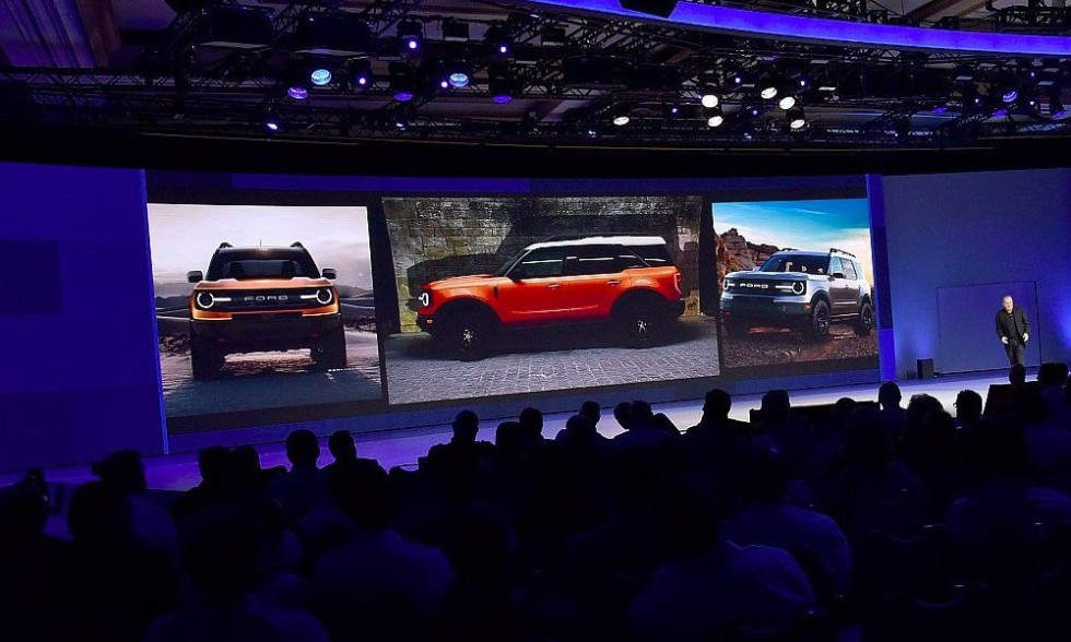Ford crossover photos in Bronco style with dealerships in Las Vegas.