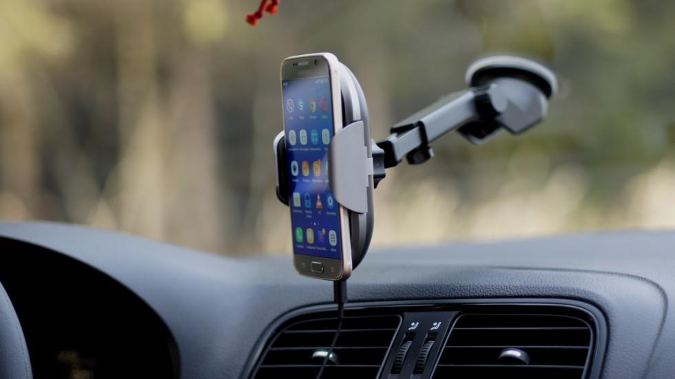 робот-держатель для смартфона с беспроводной зарядкой (10)