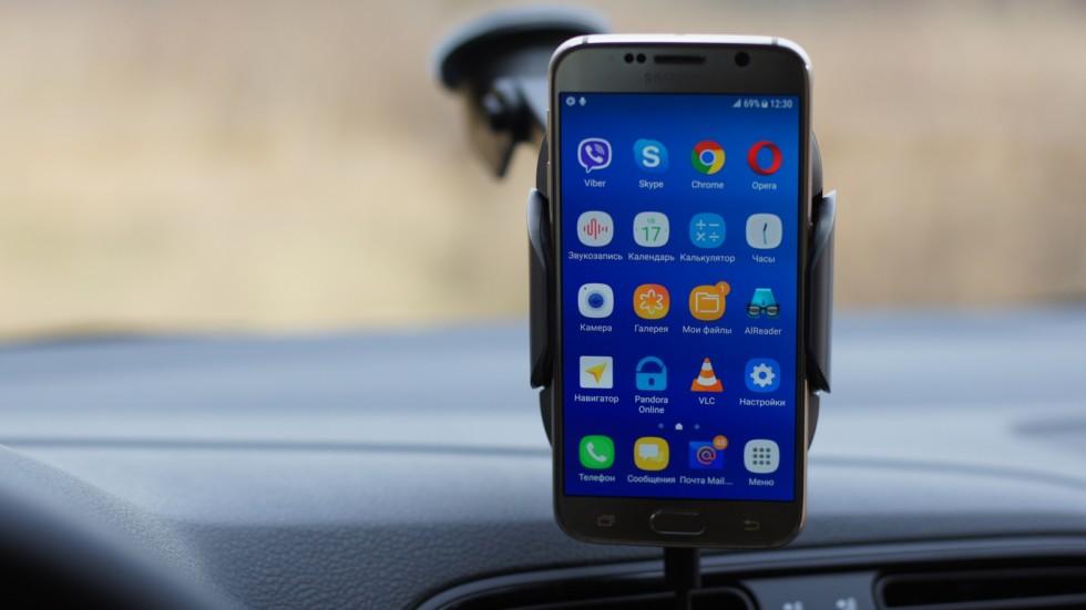 робот-держатель для смартфона с беспроводной зарядкой (9)