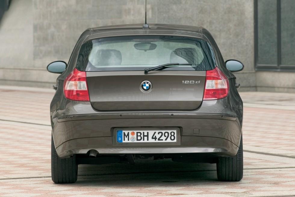 BMW (E87) '2004–06 сзади