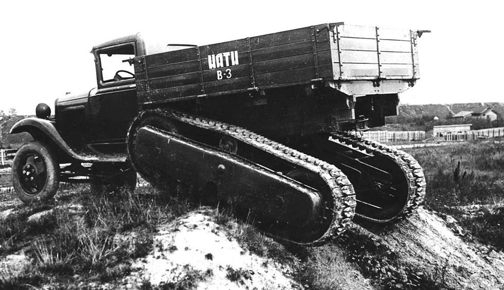 Полигонные испытания автомобиля НАТИ В-3 с фрикционным приводом гусениц. 1935 год